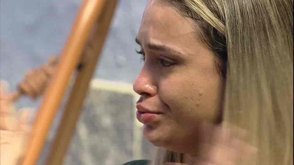 Sarah chora no BBB21