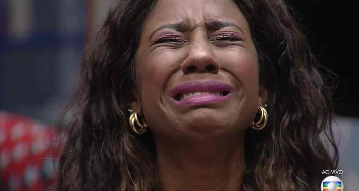"""Camilla de Lucas chora, desabafa com João Luiz e lamenta: """"Não sou a mesma pessoa que eu entrei"""""""